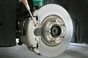 Замена тормозных дисков передних